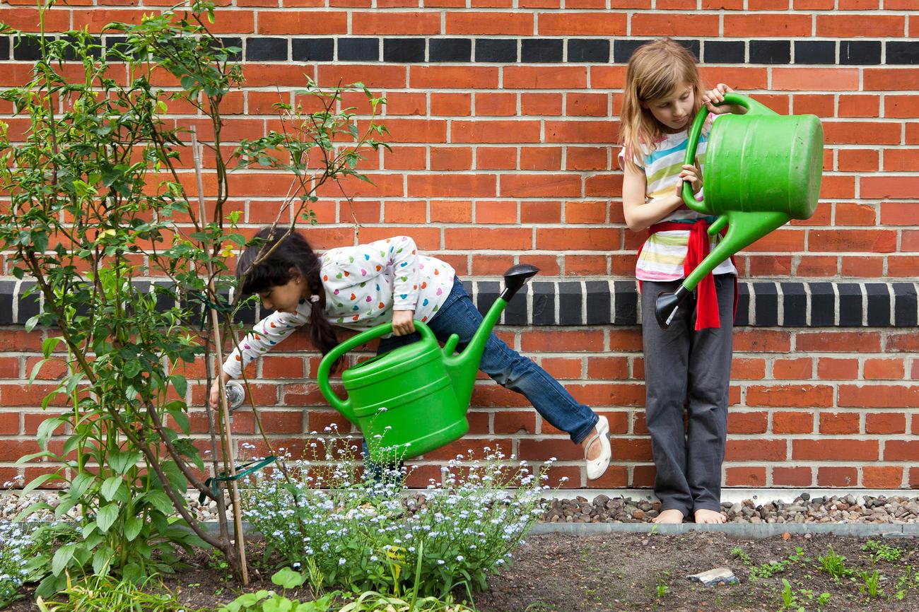 """Gemeinsam die Natur erleben: """"Gartenpiraten"""" heißt eines der Programme der Kreuzberger Kinderstiftung. Bildquelle: Christian Jungblodt"""